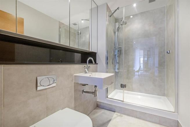 Bathroom ( En Suite)