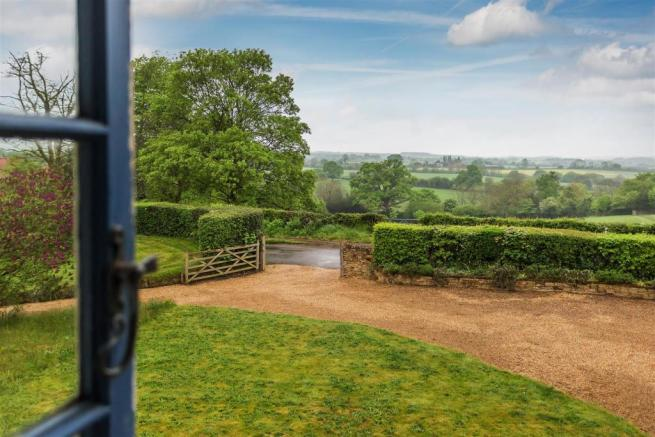 house. estate agents Peaslake driveway and view