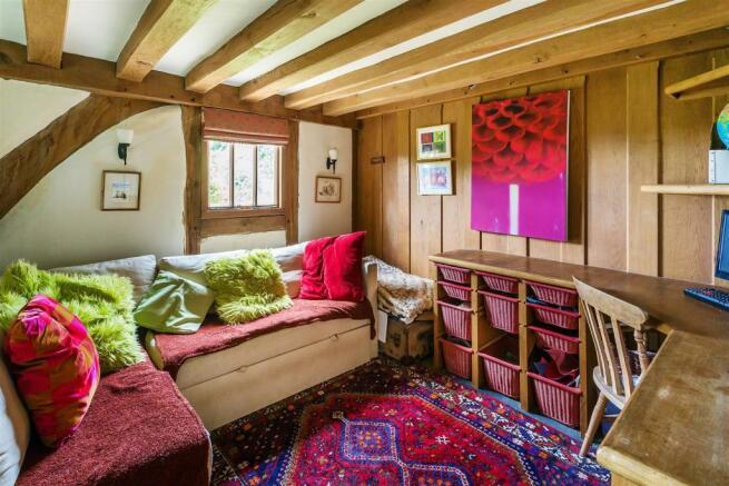 house. estate agency Alfold family room
