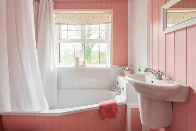 house. estate agents Dunsfold Bathroom