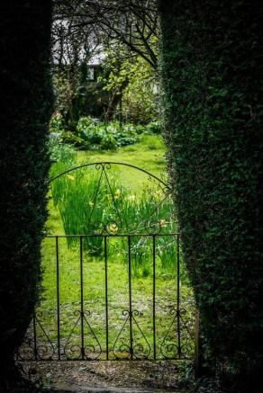 house. estate agents Dunsfold Garden Gate