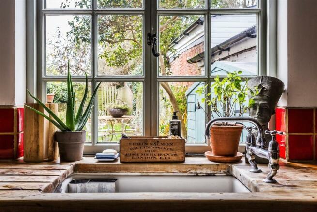 house. estate agency Milford kitchen sink