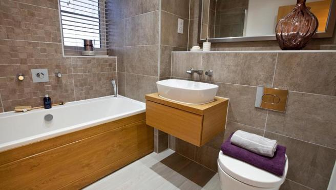 Luxurious bathroom, full height tilinjg