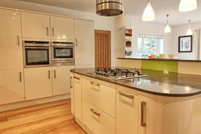OPEN PLAN KITCHEN pic 2