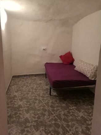 Large single bedroom