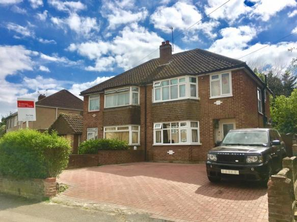 bedroom semi detached house for sale in willow tree lane hayes ub4
