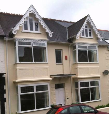 8 bed student house