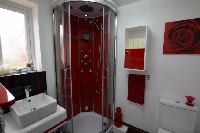 Ensuite Bedroom 4