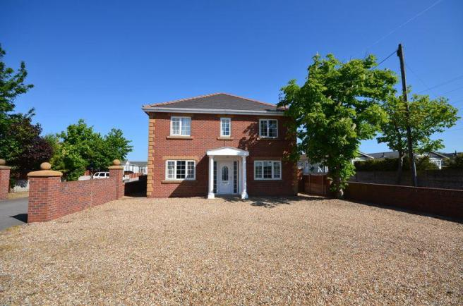 4 bedroom detached house for sale in lyndale house