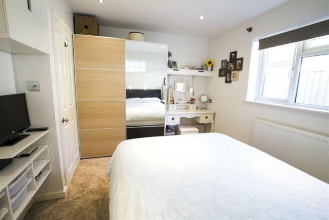 06_no14_hermitage_bedroom_1.jpg