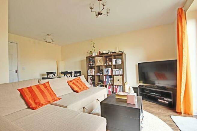 Living Room/Di...