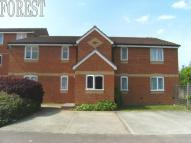 Ground Flat to rent in Redford Close, Bedfont...