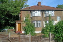1 bed Flat to rent in River Gardens, Feltham...