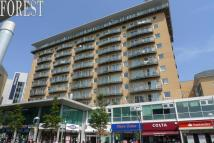 Apartment to rent in Hamlyn House, Feltham...