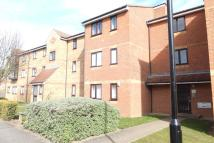 Ground Flat to rent in REDFORD CLOSE, Feltham...