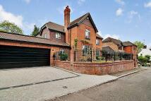 4 bed Detached house in Farmhouse, Chapmans Lane...