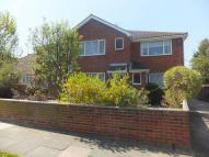 Flat to rent in Queen Annes Drive...