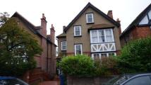 2 bedroom Flat in Laburnham Road...
