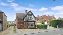 3 bed Detached house in Slough Road, Datchet