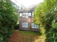 2 bed Maisonette in Robins Court...
