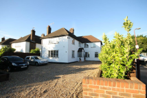 5 bedroom Detached property to rent in Bucks Avenue, Watford...