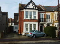 3 bedroom Flat in Elderton Road...