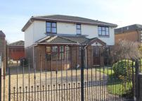 Detached house in Appealing Lane, St Annes...