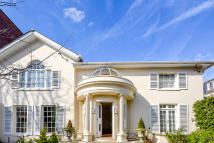 4 bed Detached house in Elm Tree Road, London...