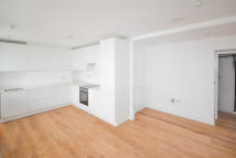 Flat to rent in Oxford Street, London...
