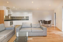 3 bedroom Flat to rent in Boleyn Road, London, E7