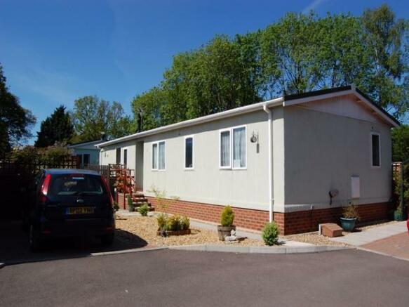 4 Bedroom Mobile Home For Sale In Danesbury Park Caravan Site Welwyn Hertfordshire Al6