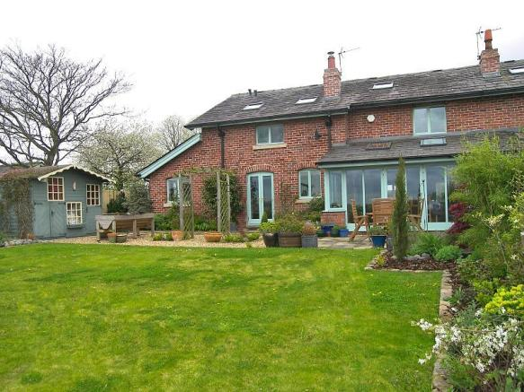 4 Bedroom Barn Conversion For Sale In Sumners Farm Court