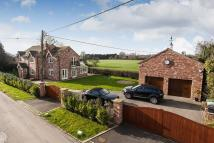 4 bed Detached home in Woodford Lane...