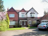 4 bed Detached house in Queensbury Close...