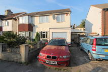 2 bed Ground Maisonette in PARKGATE ROAD...