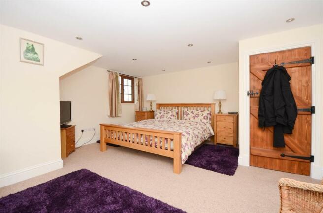 Bed 1-9307.jpg