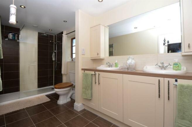 Bathroom 1-9311.jpg