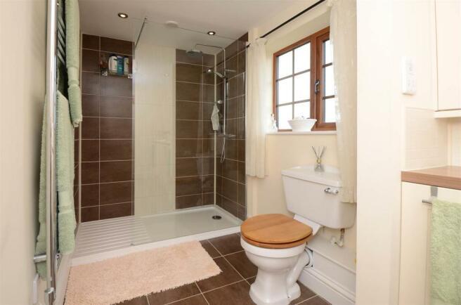Bathroom 2-9317.jpg