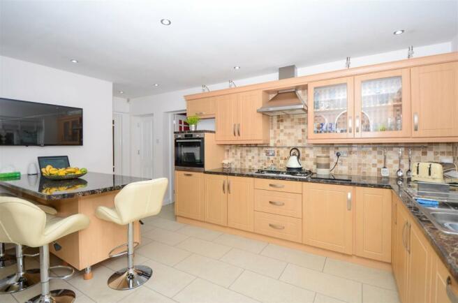 Kitchen 3-9401.jpg