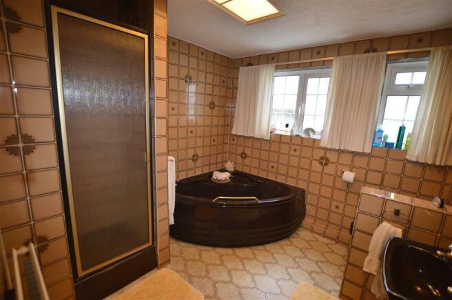 BATH/SHOWER ROOM: