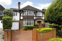 4 bedroom Detached home in Berwyn Road, Richmond...