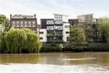 Flat for sale in Mortlake High Street...