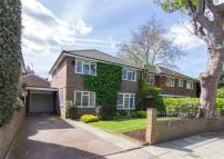 4 bed Detached home for sale in Vicarage Road...
