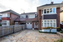 6 bedroom semi detached house in Vicarage Road...