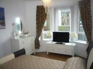 2 bedroom Flat in Customhouse Lane...