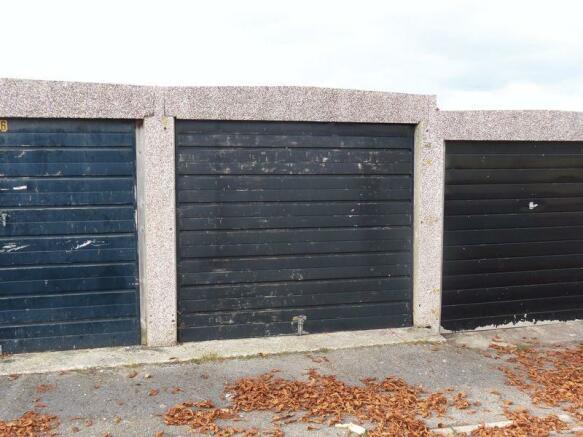 Garage 8 - front