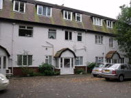 2 bed Ground Flat to rent in Moorland Road...