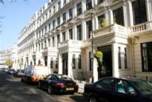 Flat to rent in Cleveland Square, W2...