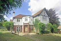 5 bed Detached home in Manor Wood Road...