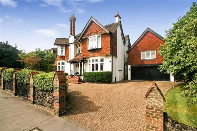 7 bedroom house. Picture 1 7 bedroom detached house for sale in Croham Manor Road